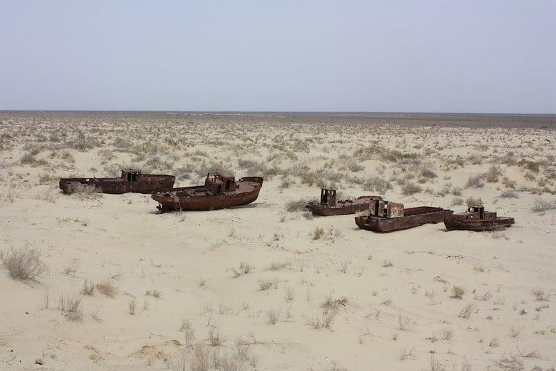 Moynaq ships in desert