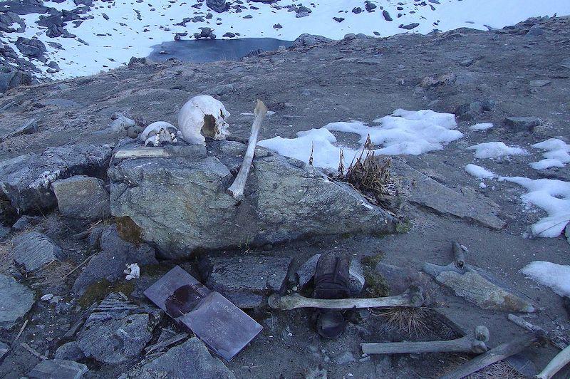 Roopkund, skeleton lake Himalayas