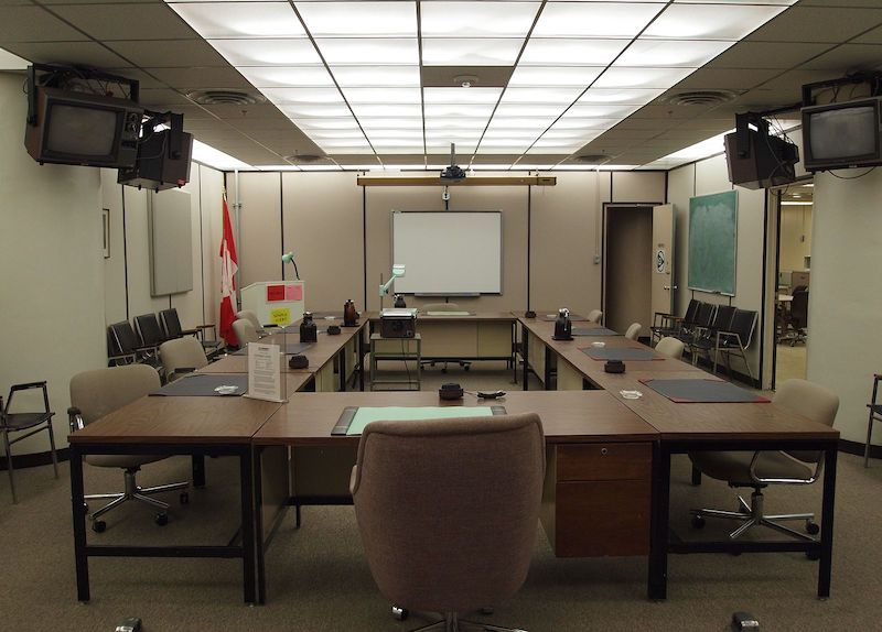 Main_conference_room_inside_Diefenbunker