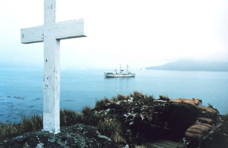 Shackleton_Memorial_Cross,_Grytviken,_South_Georgia_Island_-_1988-1989