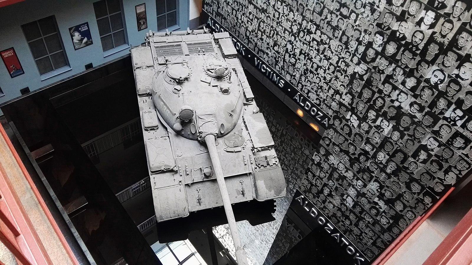 Budapest_-_Terror_Háza_Múzeum_tank