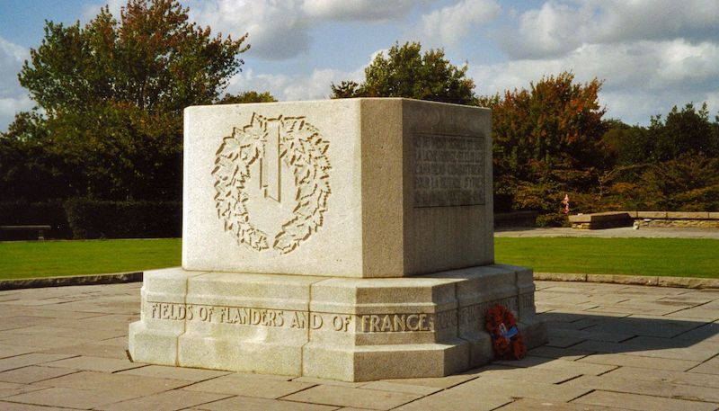 Canadian_Memorial_Hill_62_-_Wreath_Side_-_Redvers