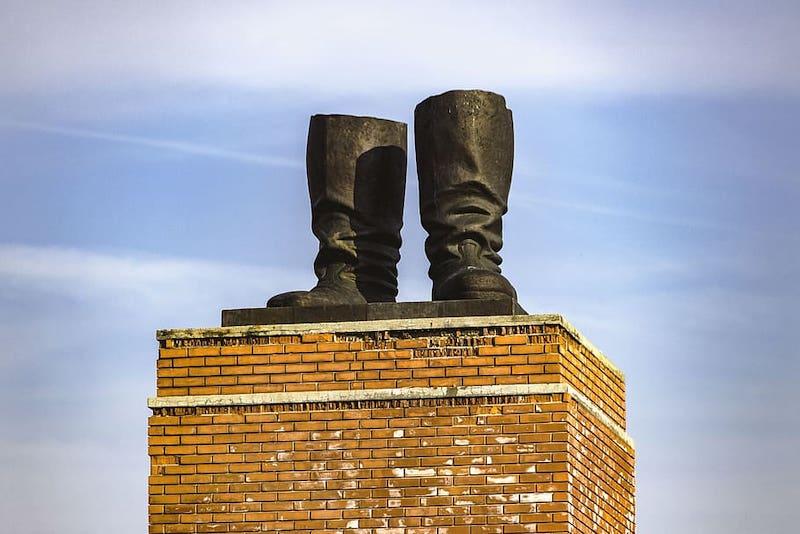 budapest-hungary-memento-park-statue