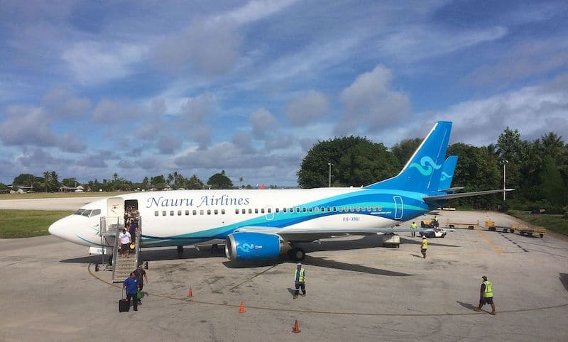 Nauru_Airlines_Boeing_737-300_(VH-XNU)_at_Nauru_International_Airport