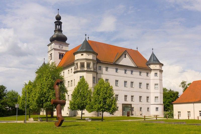Schloss_Hartheim,_Ansicht_von_Südwesten